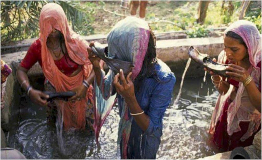 कस्तो अनौठो संस्कार, जँहा पत्नीलाई पतिको जुत्ताको पानी खुवाइन्छ