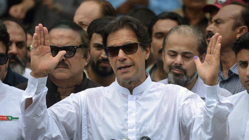 पाकिस्तान मतगणनाः पूर्व क्रिकेटर खानको प्रारम्भिक अग्रता