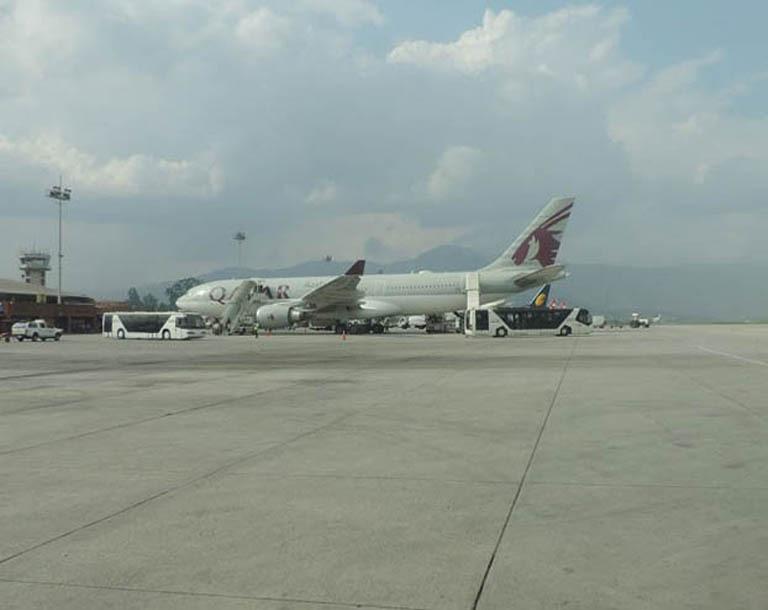 त्रिभुवन अन्तर्राष्ट्रिय विमानस्थलमा नयाँ कालोपत्रे गरिदै, दैनिक १० घण्टा बन्द हुने