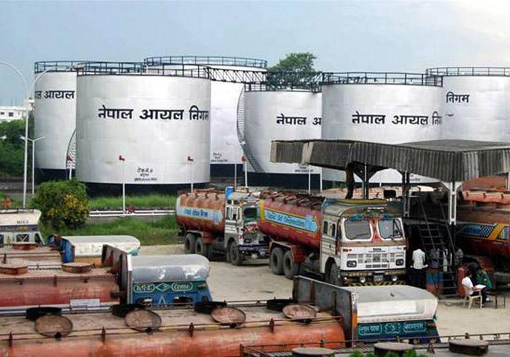 पेट्रोलियम पदार्थको मूल्य बढ्यो, पेट्रोलमा २ र डिजेल तथा मट्टितेलमा प्रतिलिटर ३ रुपैयाँ बृद्धि