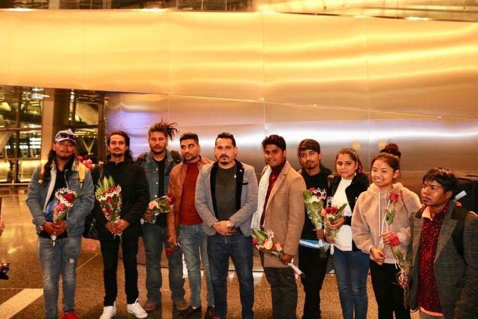 'द भ्वाइस अफ नेपाल' को टिम फाइनल शो गर्न कतार पुगे