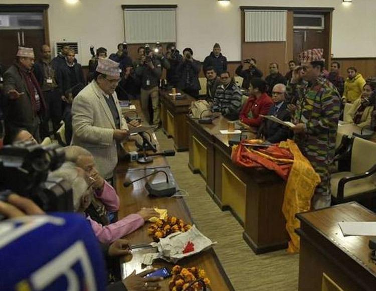 रेशम चौधरीले लिए शपथ, संसद बैठकमा भने सहभागी हुन नपाउने