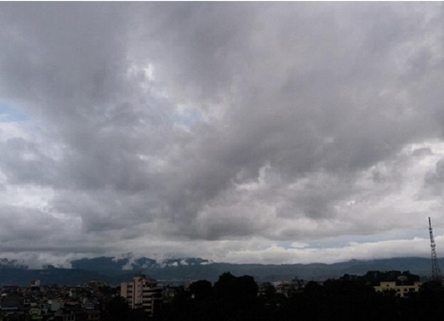 अझै पनि देशभरको मौसममा सुधार आउन सकेन : चट्याङ, हावाहुरीसहित हल्का वर्षाको सम्भावना