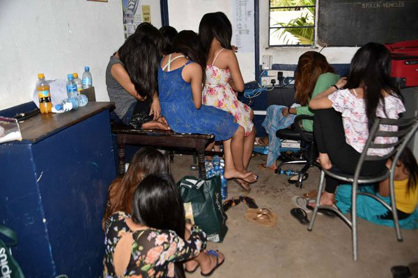 केन्या पुगेका १२ नेपाली युवती पक्राउ