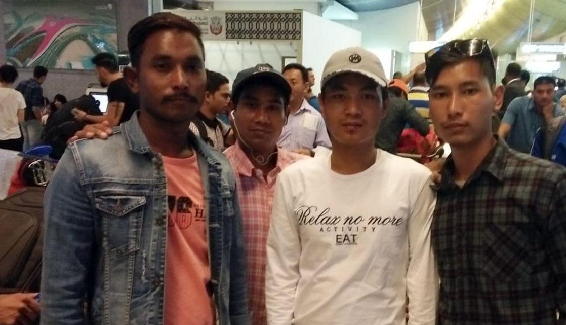 युएईमा अलपत्र ७ नेपाली दूतावासको सहयोगमा स्वदेश फर्काइयो