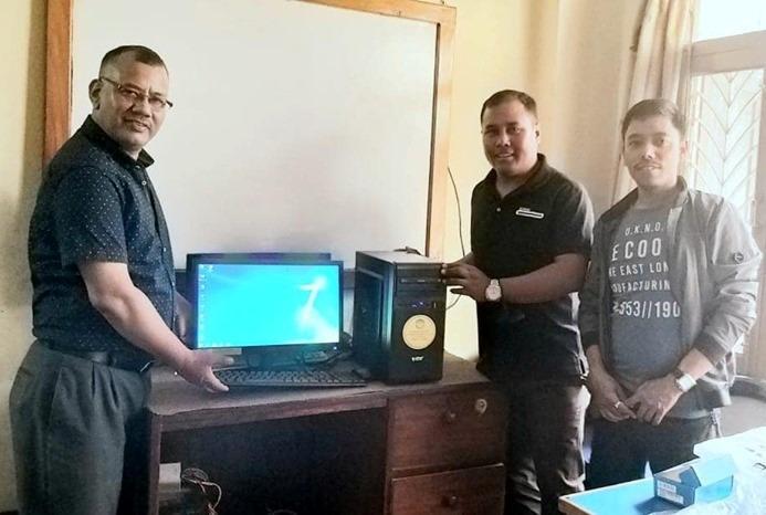 दोलखाको दुर्गम गाँउको विद्यालयलाई एनआरएन सोसियल क्लब ओमानद्धारा कम्प्युटर सहयोग