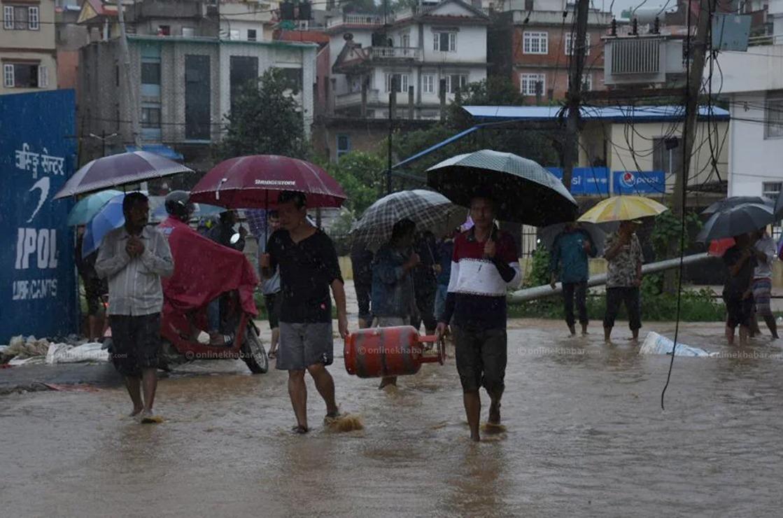 केही दिन अझै भारी वर्षा हुने, 'अलर्ट' रहन काठमाडौं प्रहरीको आग्रह