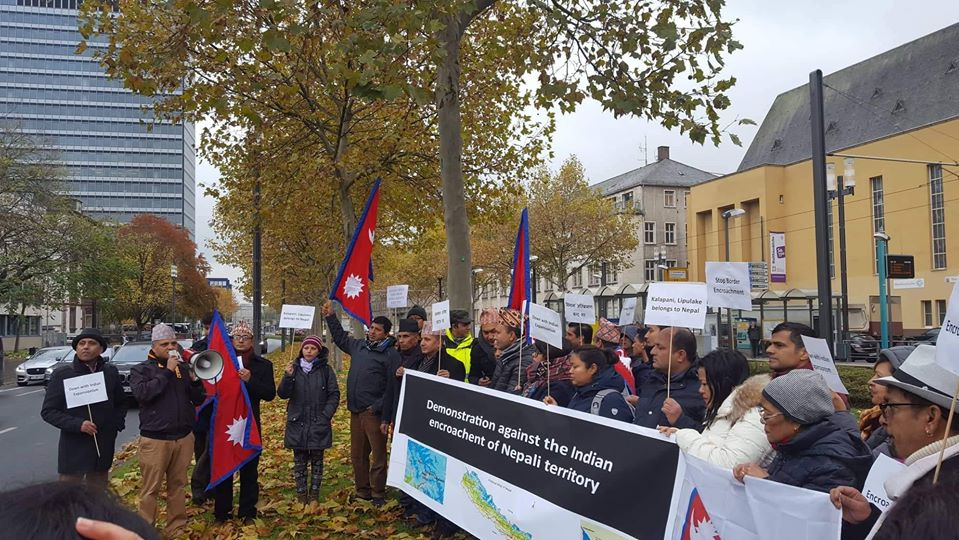 भारतीय सीमा अतिक्रमणको विरोधमा एनआरएन आन्दोलित,बेल्जियम र जर्मनीमा भारतीय दूतावास अगाडि विरोध प्रर्दशन
