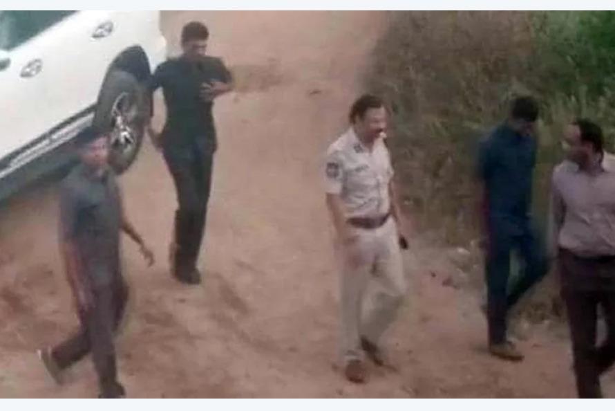 बलात्कार गरी डाक्टर जलाउने चार भारतीय अभियुक्त प्रहरी 'इन्काउण्टर'मा मारिए
