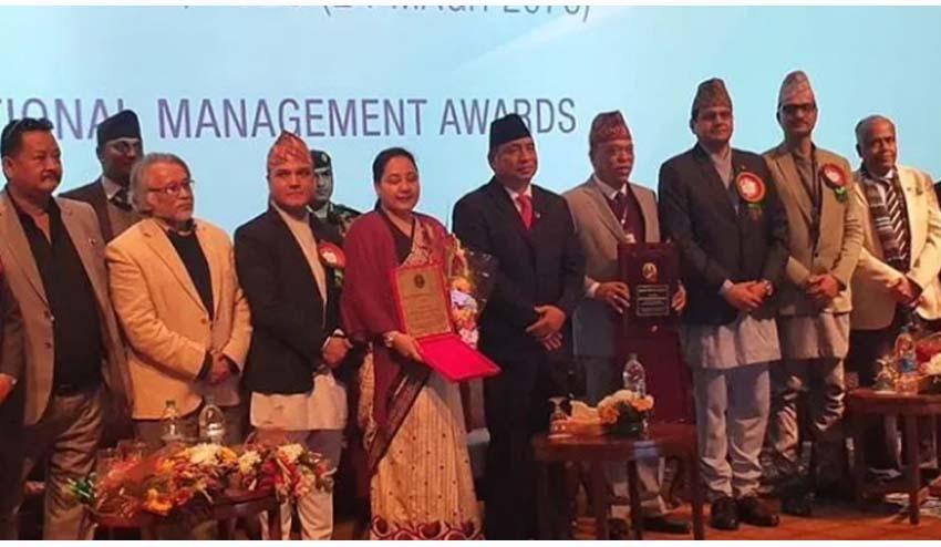 राष्ट्रिय बाणिज्य बैंकका सीईओ किरणकुमार श्रेष्ठ 'म्यानेजर अफ दि इयर'बाट सम्मानित
