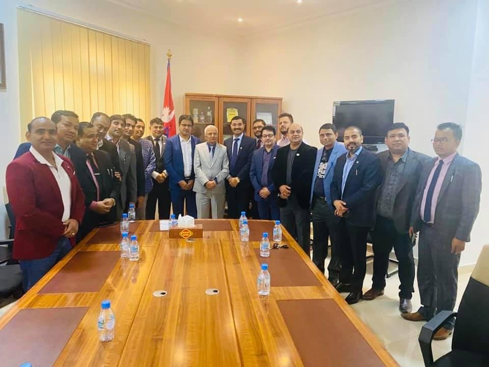 नेपाली व्यवसायी संघ कतारका नवनिर्वाचित पदाधिकारी र राजदूतबीच भेटवार्ता