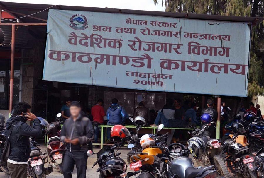 वैदेशिक रोजगारी : एक महिनाको अवधिमा झण्डै पाँच हजारले लिए पुनः श्रम स्वीकृति