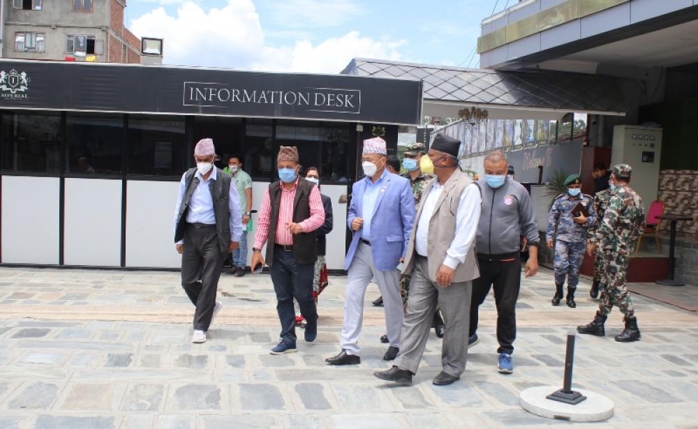 विदेशबाट फर्कने नेपाली राख्न उपत्यकाका यी स्थानमा 'होल्डिङ सेन्टर' तय,  रोकिएका शव पनि ल्याइने