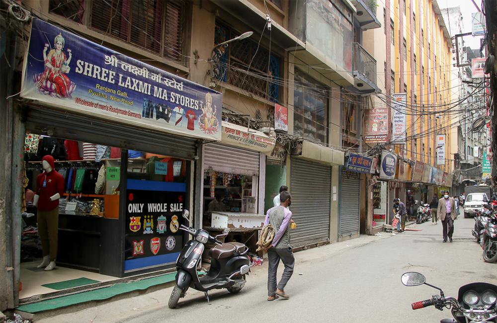 काठमाडौंका व्यापारीले विहानैबाट सबै पसल खोले, सरकारले बोलायो वार्तामा
