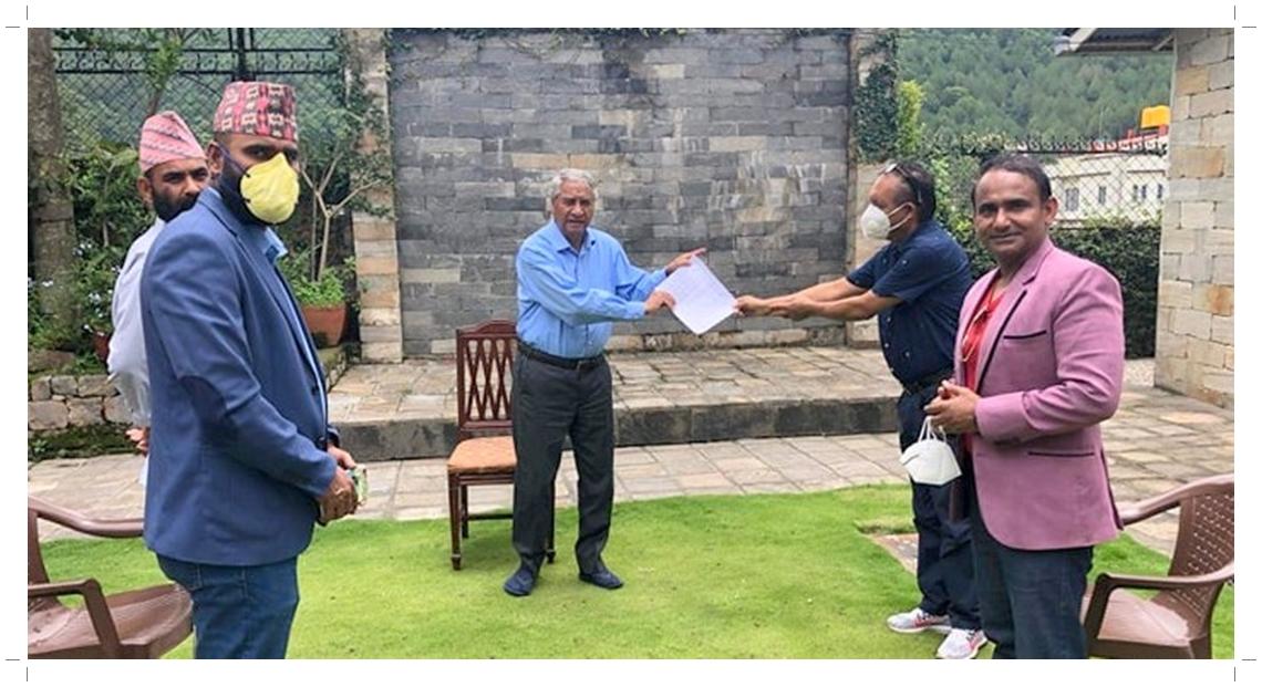 ३३ देशका नेपाली जनसम्पर्क समितिले बुझाए सभापति देउवालाई ज्ञापनपत्र