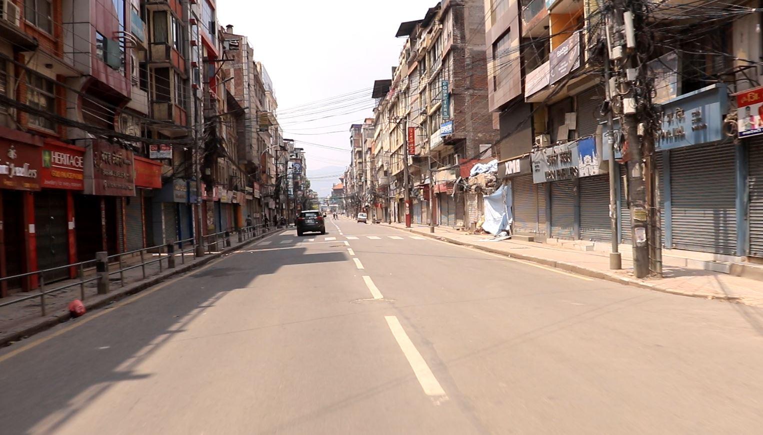 लकडाउनकैबीचमा काठमाडौ उपत्यकाका व्यापारीहरुले विहान ११ बजेसम्म् सबै पसल खोल्ने