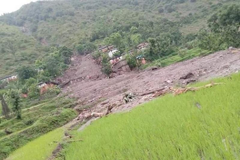 बझाङमा पहिरो गाउँ पस्दा चार परिवारका सात जना बेपत्ता, १८ घर बगे
