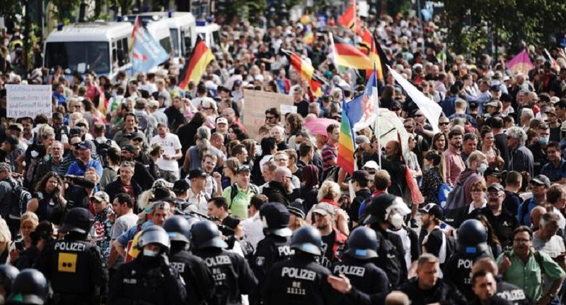 बर्लिनमा सरकारको विरोधमा हजारौँको प्रदर्शन
