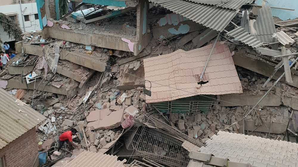 भारतमा पाँच तले भवन भत्कियो, २ को मृत्यु, १८ जना पुरिएको आशंका