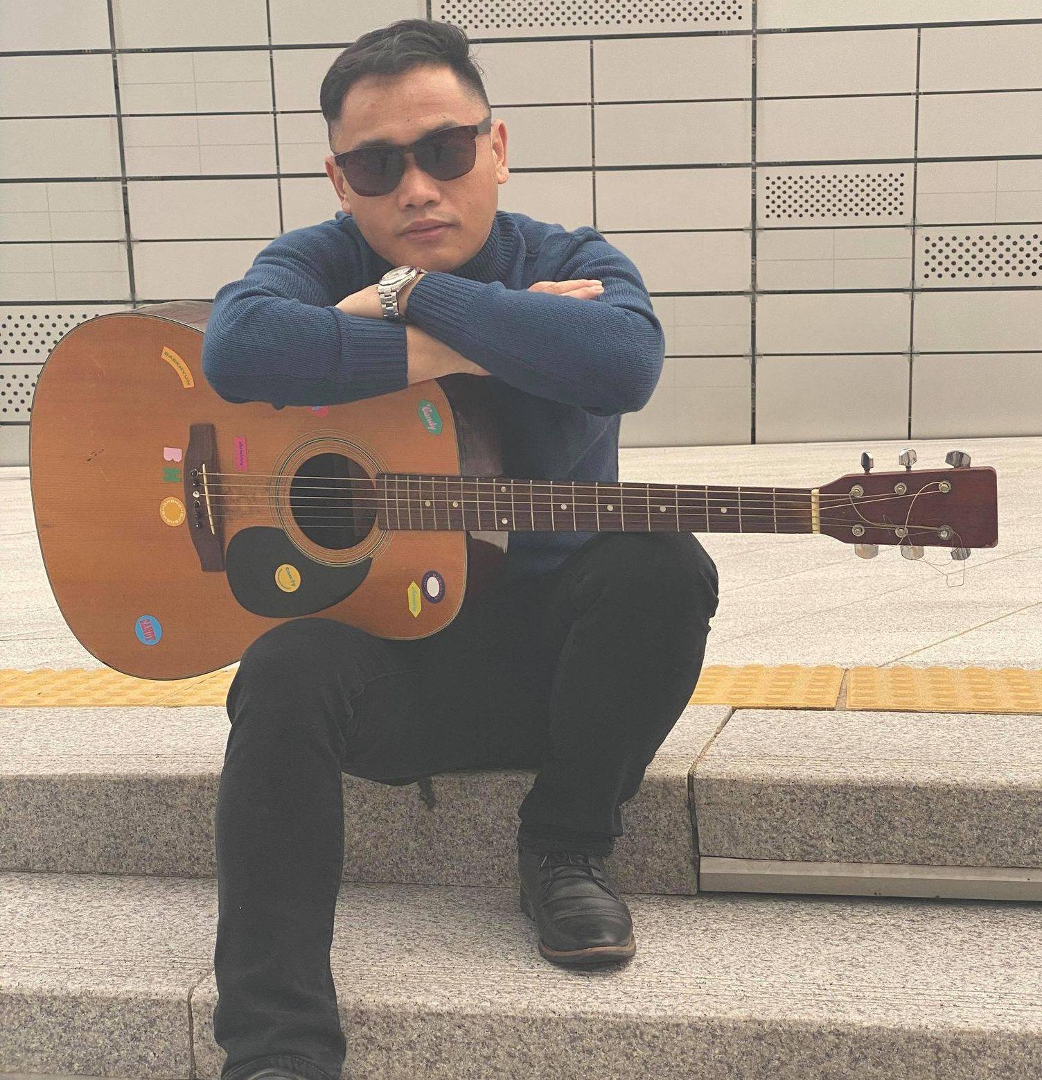 कोरियाबाटै युगलकिशोरको गायक बन्ने धोको