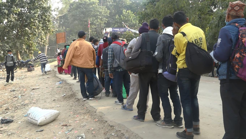 चाडपर्व सकिए लगत्तै सुदुरपश्चिमका नाकामा भारत जानेको लर्को
