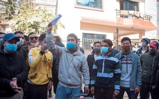 कोरियाबाट अनुमति नआउँदा रोस्टरका युवा आन्दोलित