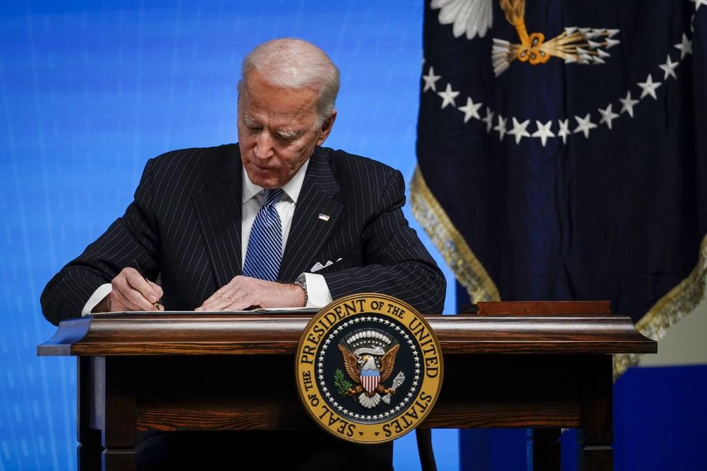 बाइडेनद्वारा जलवायु परिवर्तनको मुद्दा सम्बोधन गर्ने कार्यकारी आदेशमा हस्ताक्षर