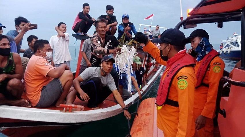 इन्डोनेशियामा विमान दुर्घटना : सवार सबैको मृत्यु भएको आशंका