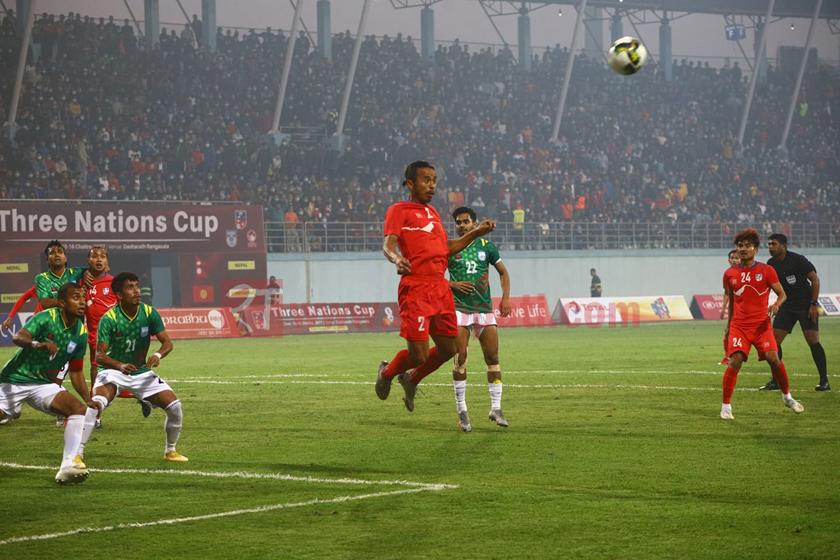 त्रिदेशीय कप फुटबल : बंगलादेशलाई २-१ ले हराउदै नेपालले उचाल्यो उपाधी