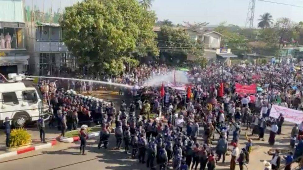 म्यानमारमा सैनिकले प्रदर्शनकारीमाथि अन्धाधुन्ध गोली चलाउँदा ८० जनाको मृत्यु