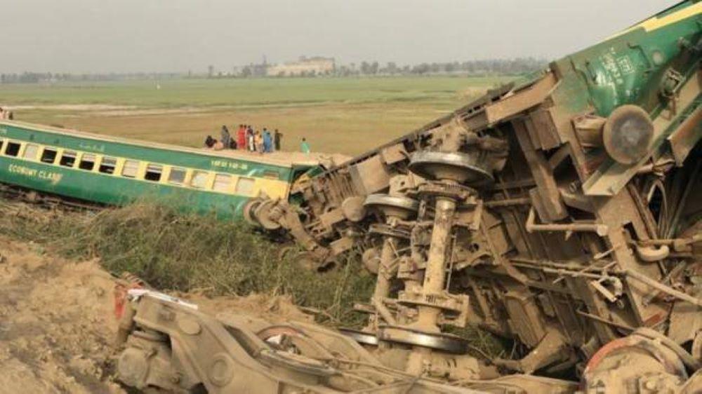 पाकिस्तानमा रेल दुर्घटना हुँदा कम्तिमा ३० जनाको मृत्यु, ५० जना घाइते